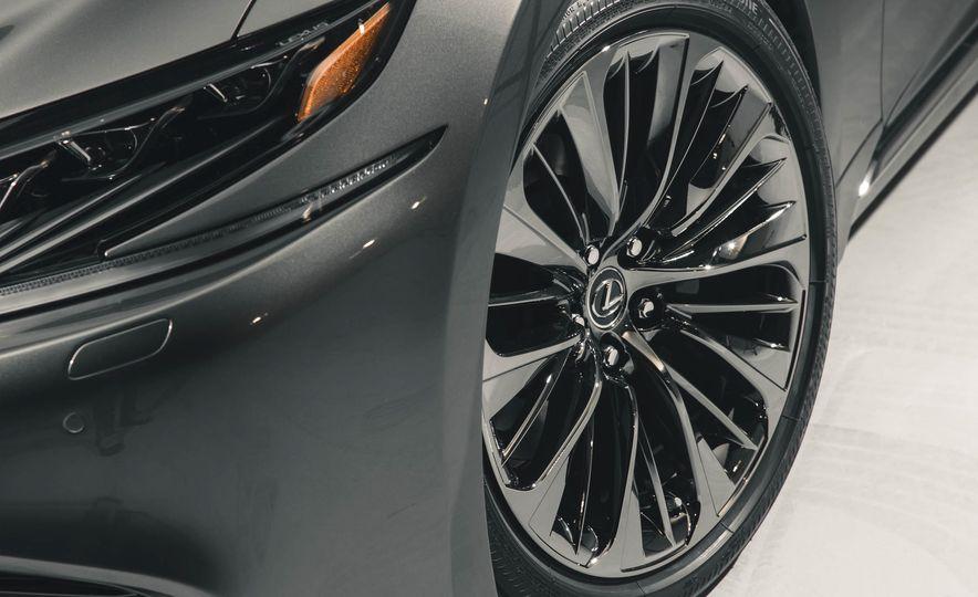2018 Lexus LS500 - Slide 25