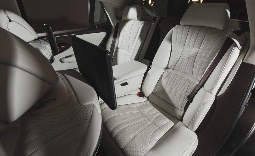 2018 Lexus LS500 - Slide 37