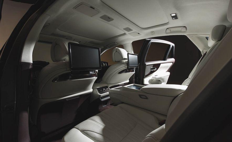 2018 Lexus LS500 - Slide 38