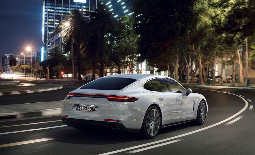 2018 Porsche Panamera Turbo S e-Hybrid - Slide 7