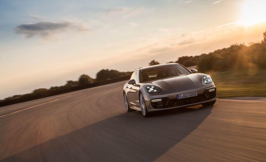 2018 Porsche Panamera Turbo S e-Hybrid - Slide 14