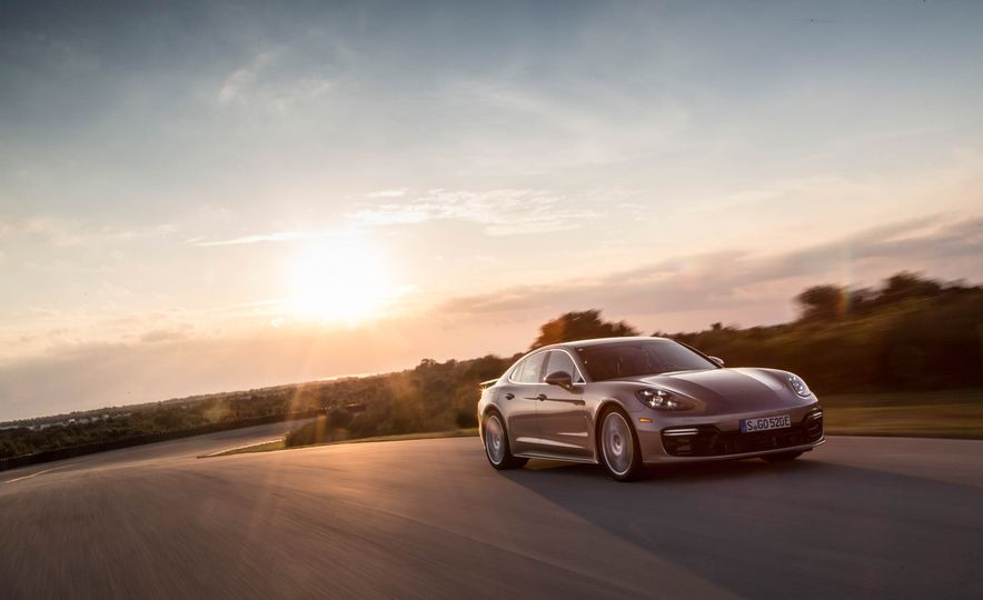 2018 Porsche Panamera Turbo S e-Hybrid - Slide 15