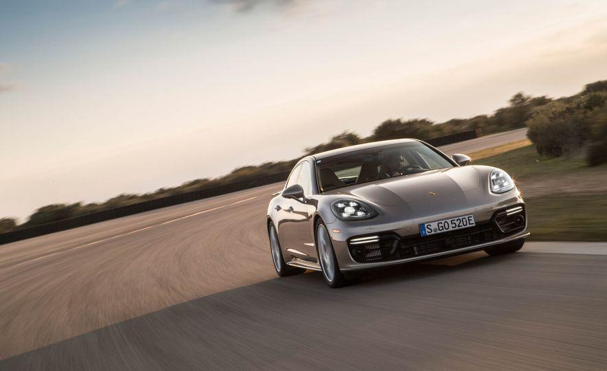 2018 Porsche Panamera Turbo S e-Hybrid - Slide 16