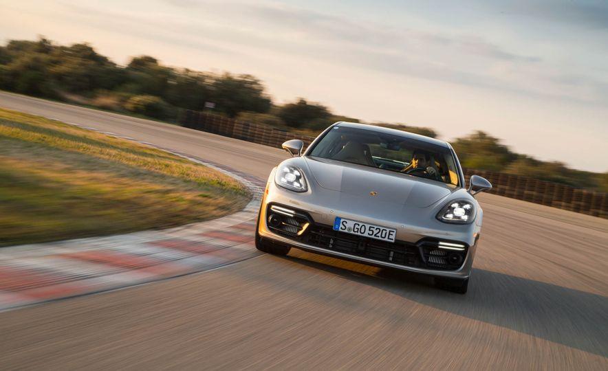 2018 Porsche Panamera Turbo S e-Hybrid - Slide 17