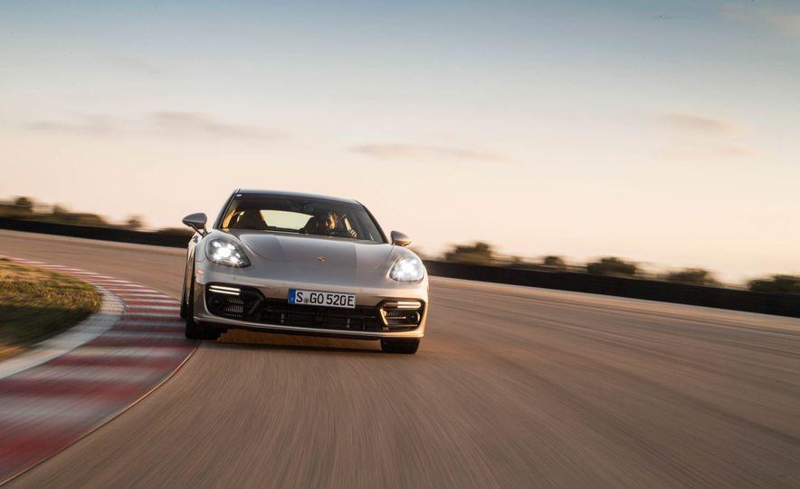 2018 Porsche Panamera Turbo S e-Hybrid - Slide 18