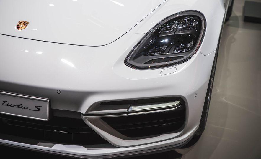 2018 Porsche Panamera Turbo S e-Hybrid - Slide 3