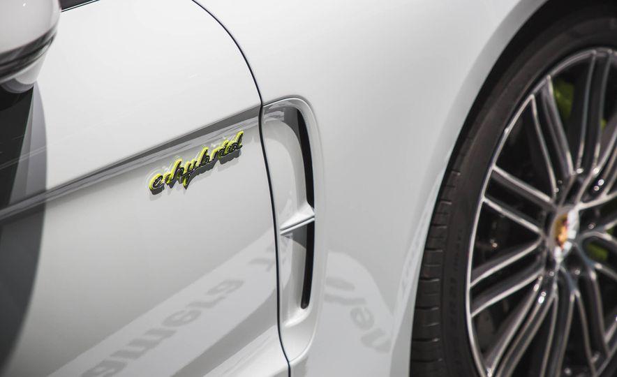 2018 Porsche Panamera Turbo S e-Hybrid - Slide 4