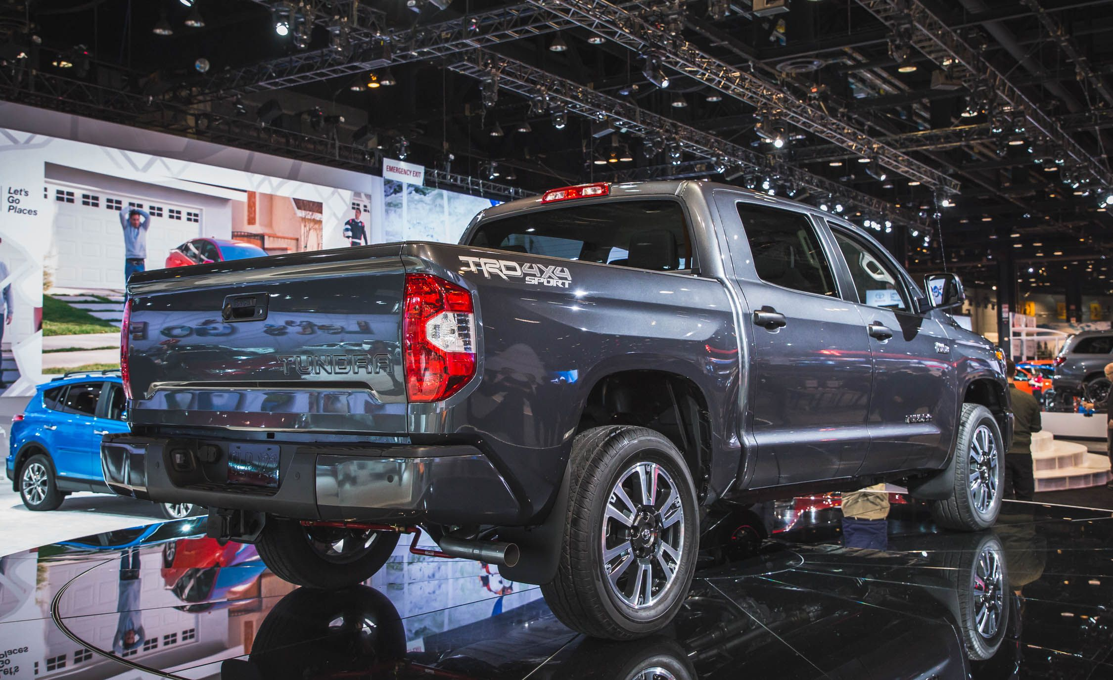 2018 Toyota Tundra Sport >> 2018 Toyota Tundra Pictures Photo Gallery Car And Driver