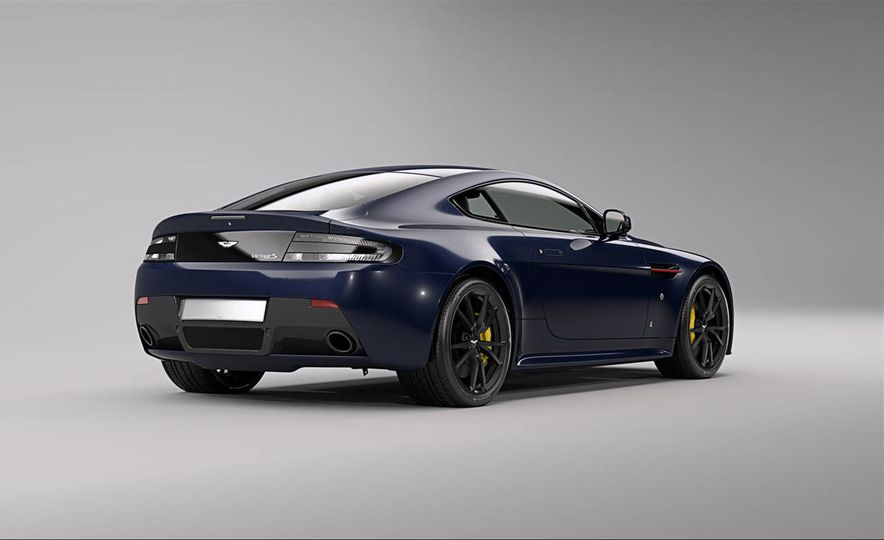 Aston Martin V8 Vantage S Red Bull Racing Edition - Slide 3