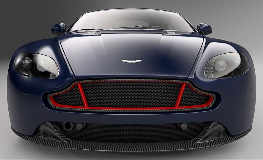 Aston Martin V8 Vantage S Red Bull Racing Edition - Slide 4