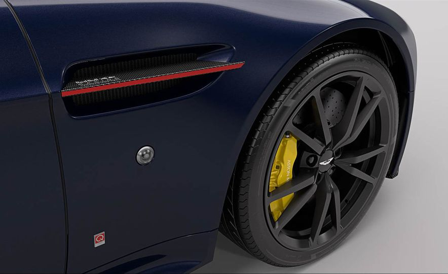 Aston Martin V8 Vantage S Red Bull Racing Edition - Slide 8