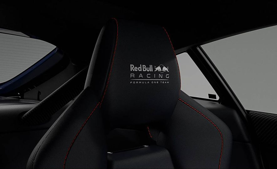 Aston Martin V8 Vantage S Red Bull Racing Edition - Slide 10