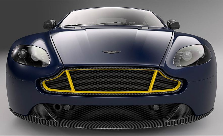 Aston Martin V8 Vantage S Red Bull Racing Edition - Slide 13