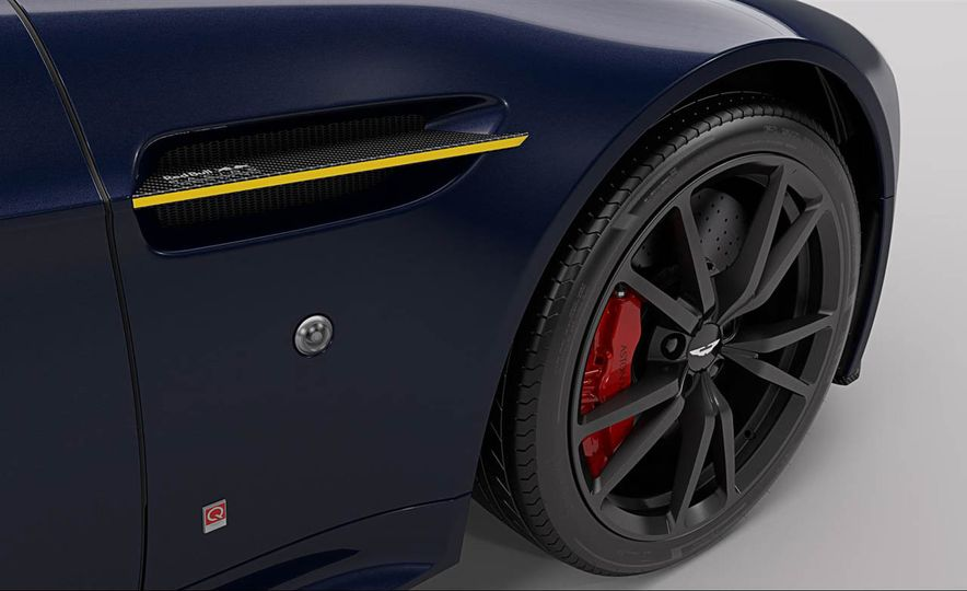 Aston Martin V8 Vantage S Red Bull Racing Edition - Slide 15