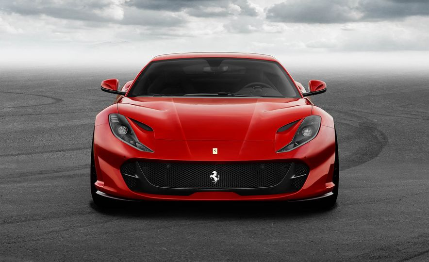 Ferrari 812 Superfast - Slide 7