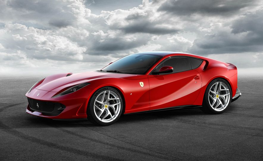 Ferrari 812 Superfast - Slide 8