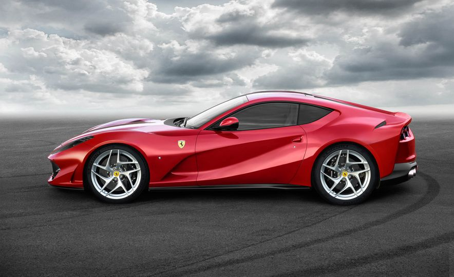 Ferrari 812 Superfast - Slide 9