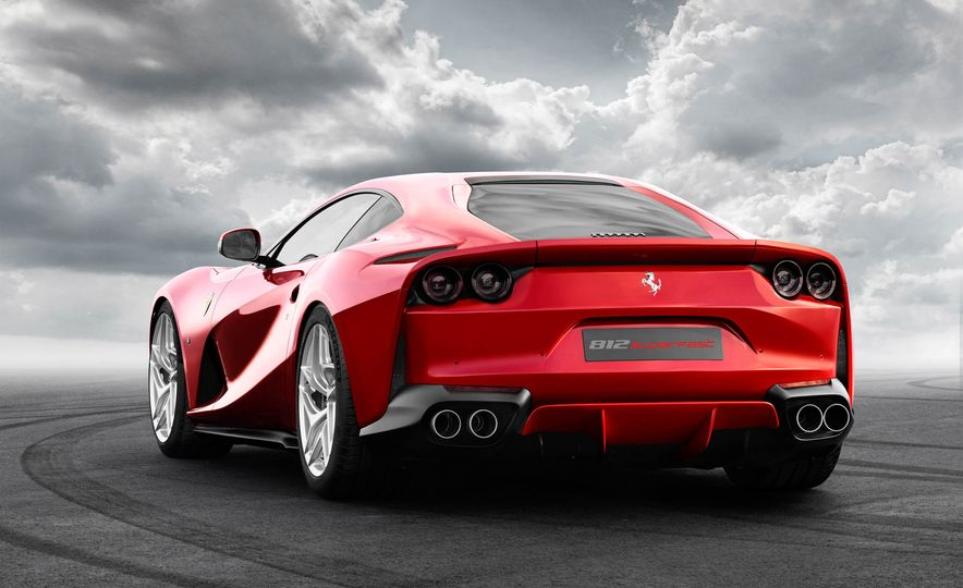 Ferrari 812 Superfast - Slide 10