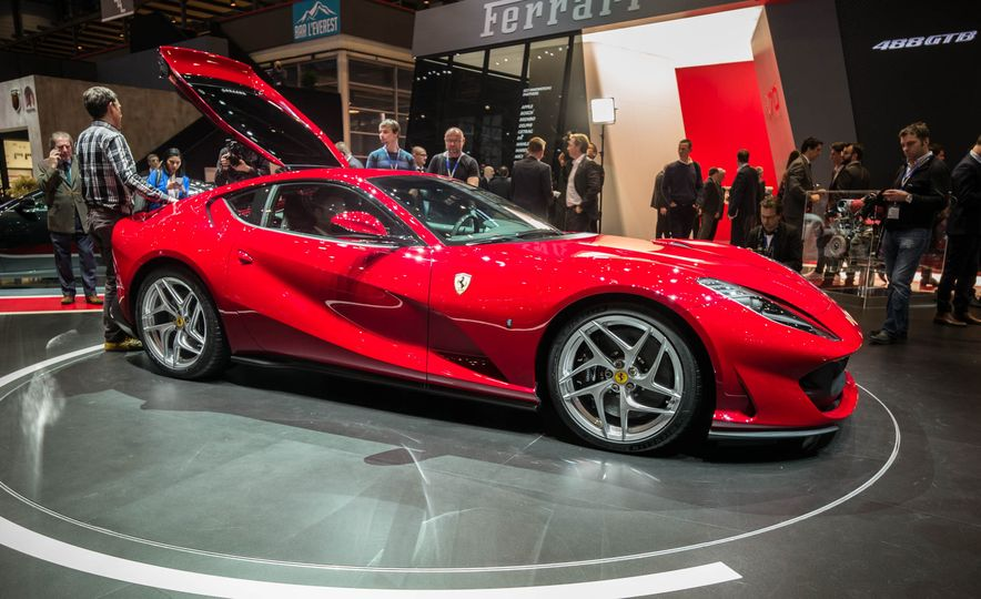 Ferrari 812 Superfast - Slide 5