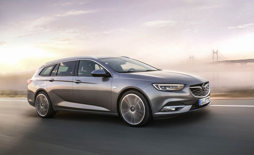 Opel Insignia Sports Tourer (Euro-spec) - Slide 1