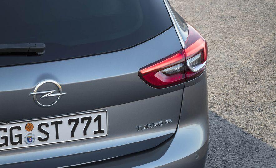 Opel Insignia Sports Tourer (Euro-spec) - Slide 7