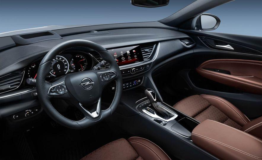 Opel Insignia Sports Tourer (Euro-spec) - Slide 8