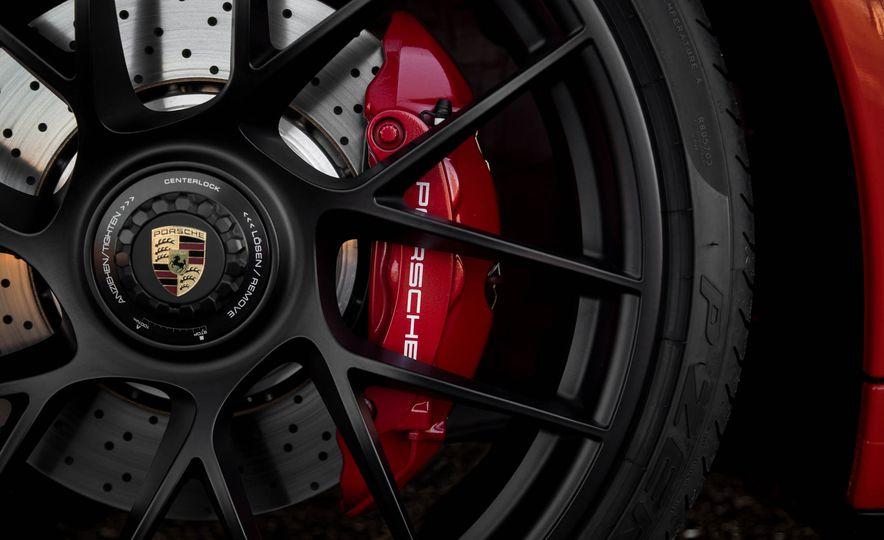2017 Porsche 911 Targa 4 GTS - Slide 13
