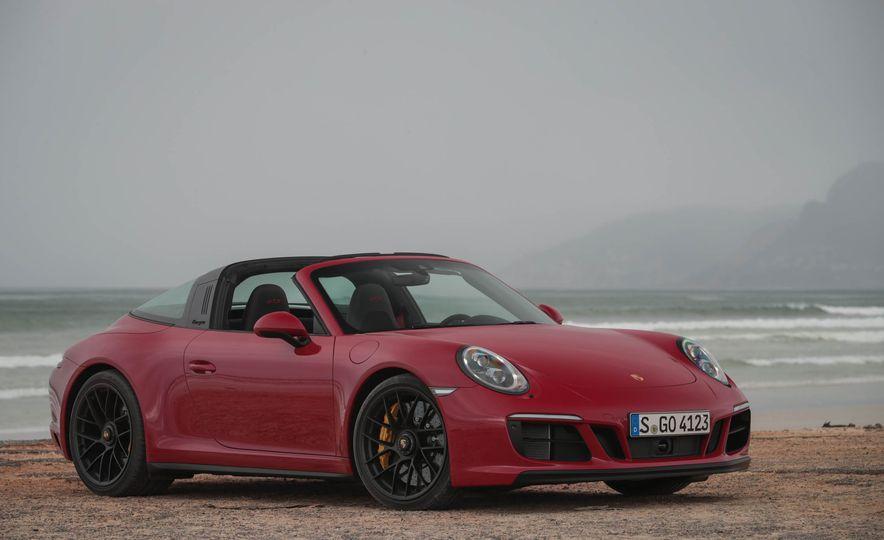 2017 Porsche 911 Targa 4 GTS - Slide 33