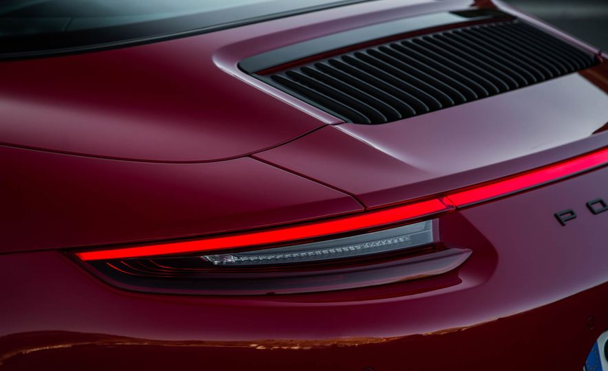2017 Porsche 911 Targa 4 GTS - Slide 39