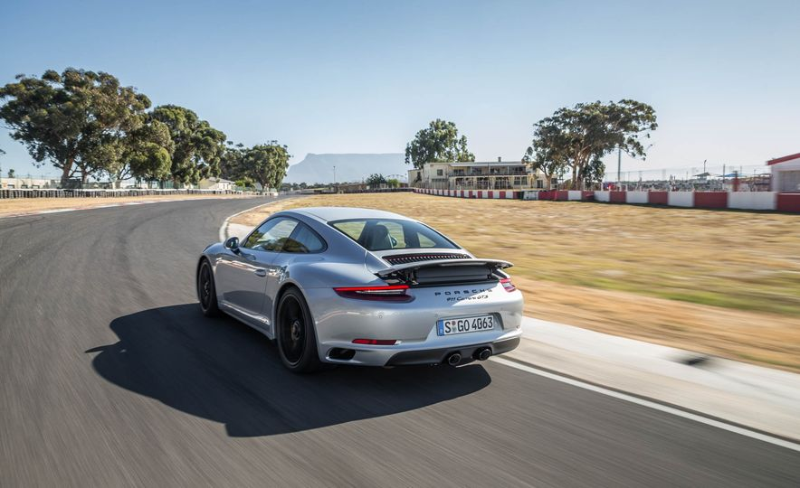 2017 Porsche 911 Targa 4 GTS - Slide 47
