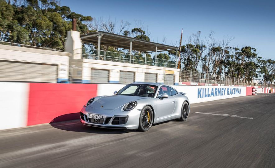 2017 Porsche 911 Targa 4 GTS - Slide 48