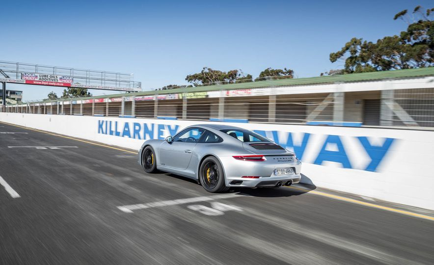 2017 Porsche 911 Targa 4 GTS - Slide 49