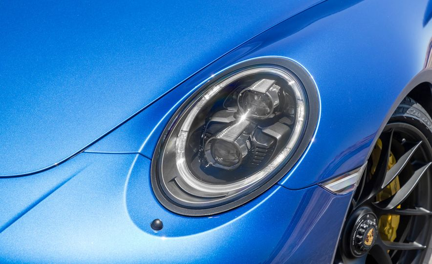 2017 Porsche 911 Targa 4 GTS - Slide 74
