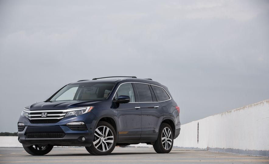 Top Marks: The 13 Crossover SUVs with the Best Safety Ratings - Slide 13