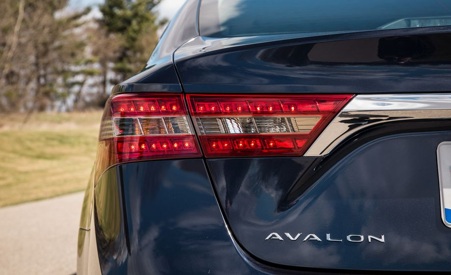 2016 Toyota Avalon Limited - Slide 17