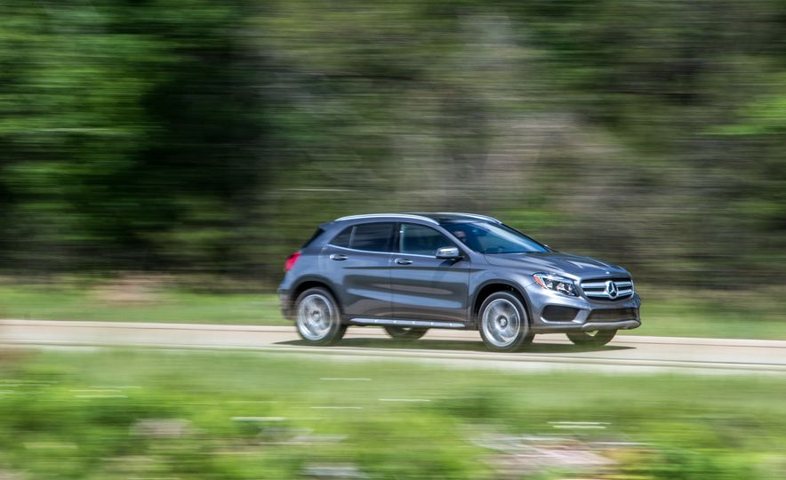 2016 Mercedes-Benz GLA250 4MATIC - Slide 1