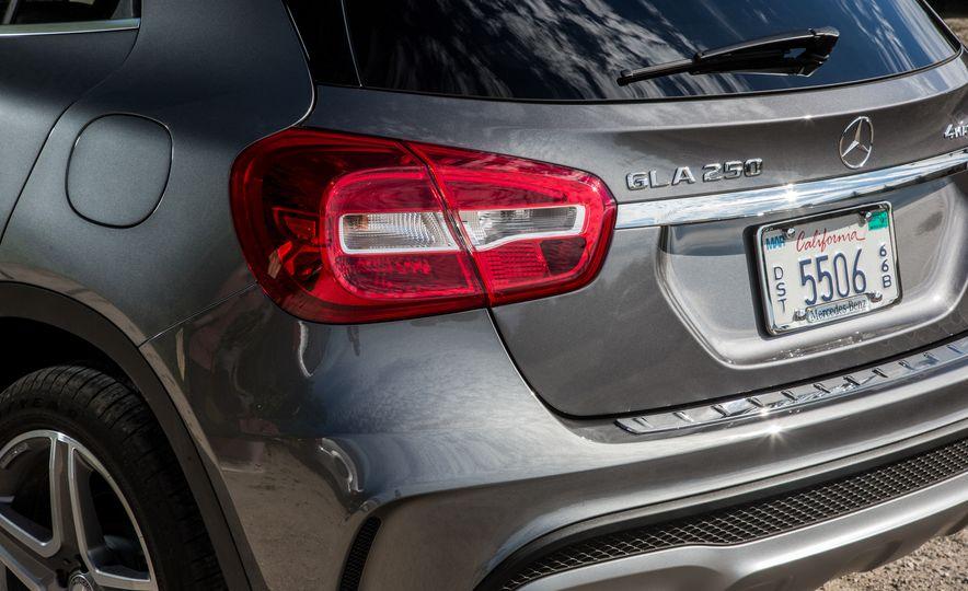 2016 Mercedes-Benz GLA250 4MATIC - Slide 23