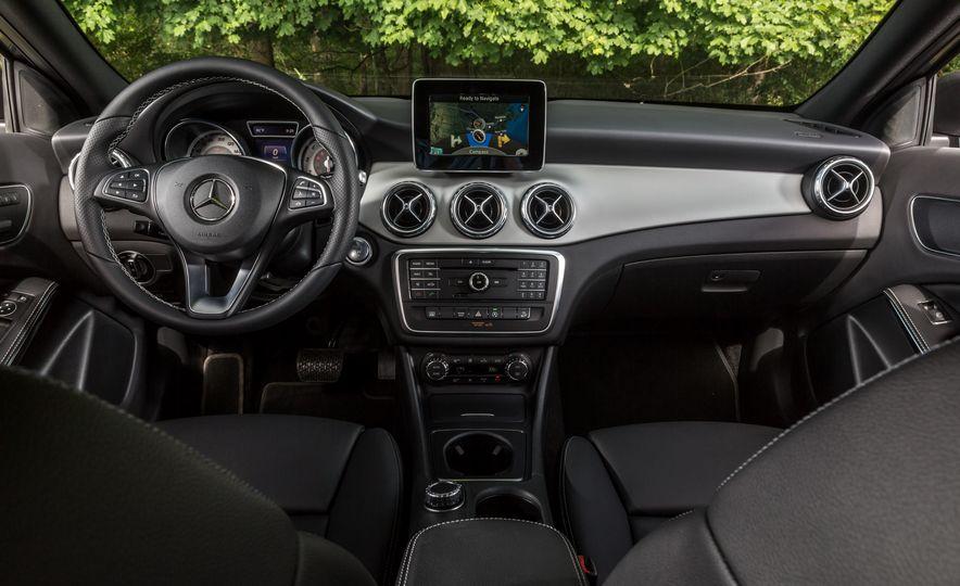 2016 Mercedes-Benz GLA250 4MATIC - Slide 32