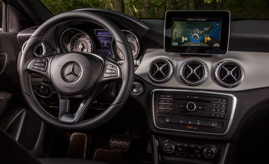 2016 Mercedes-Benz GLA250 4MATIC - Slide 34