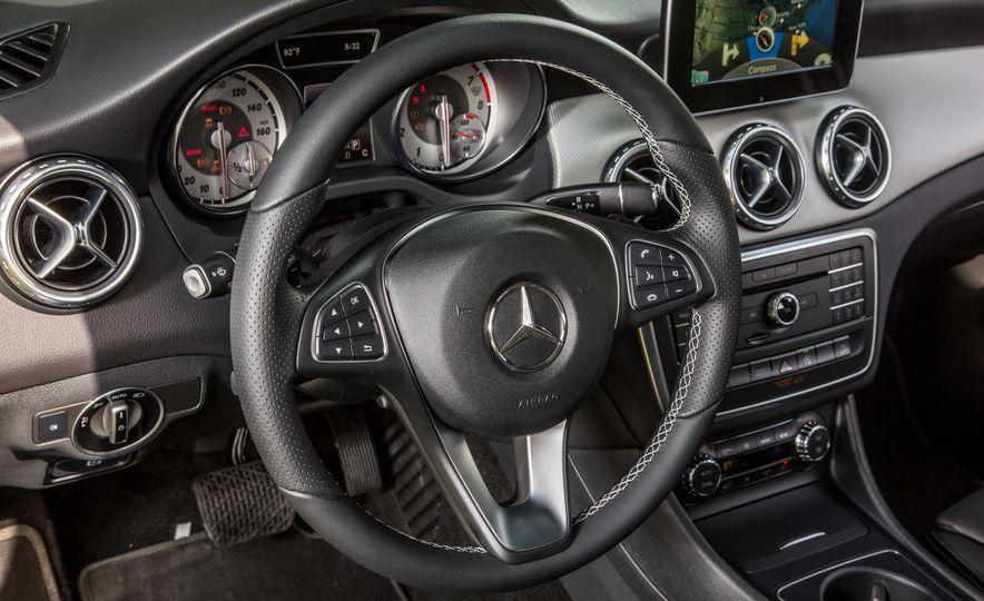 2016 Mercedes-Benz GLA250 4MATIC - Slide 36