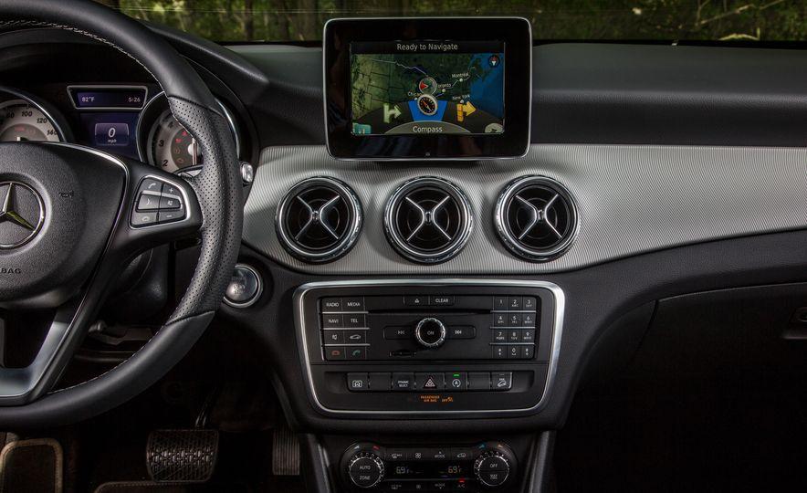 2016 Mercedes-Benz GLA250 4MATIC - Slide 38