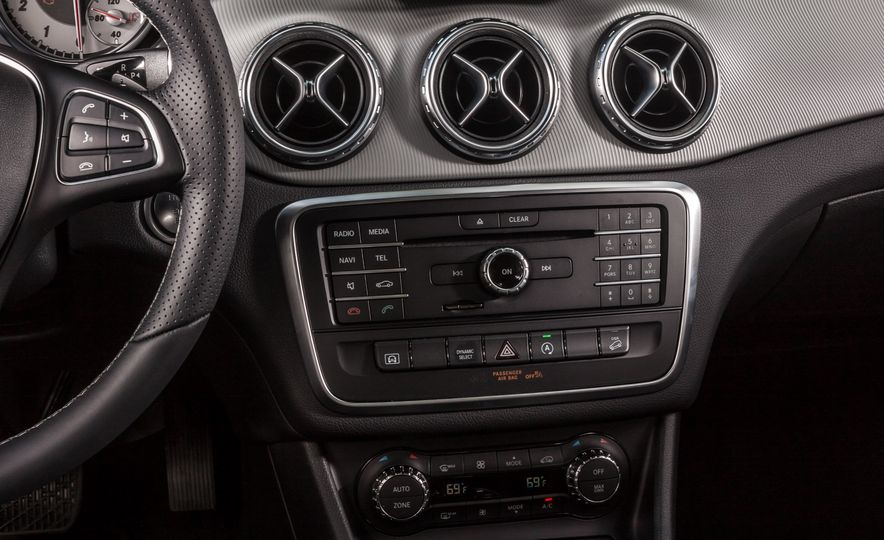 2016 Mercedes-Benz GLA250 4MATIC - Slide 41
