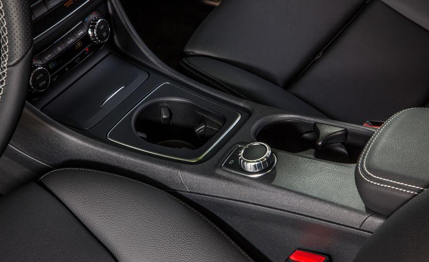 2016 Mercedes-Benz GLA250 4MATIC - Slide 42