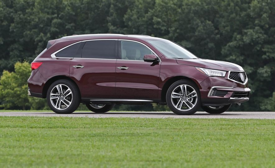 Top Marks: The 13 Crossover SUVs with the Best Safety Ratings - Slide 12