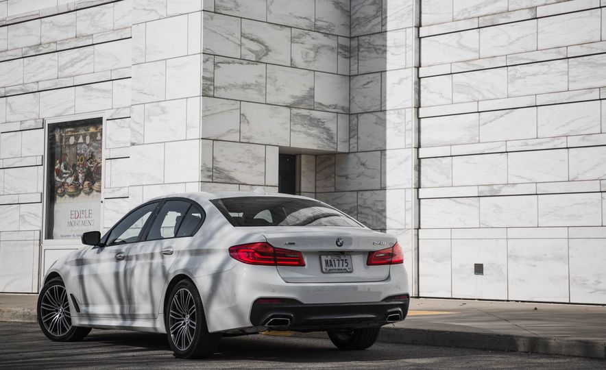 2017 BMW 540i xDrive - Slide 13
