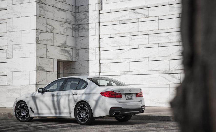 2017 BMW 540i xDrive - Slide 14