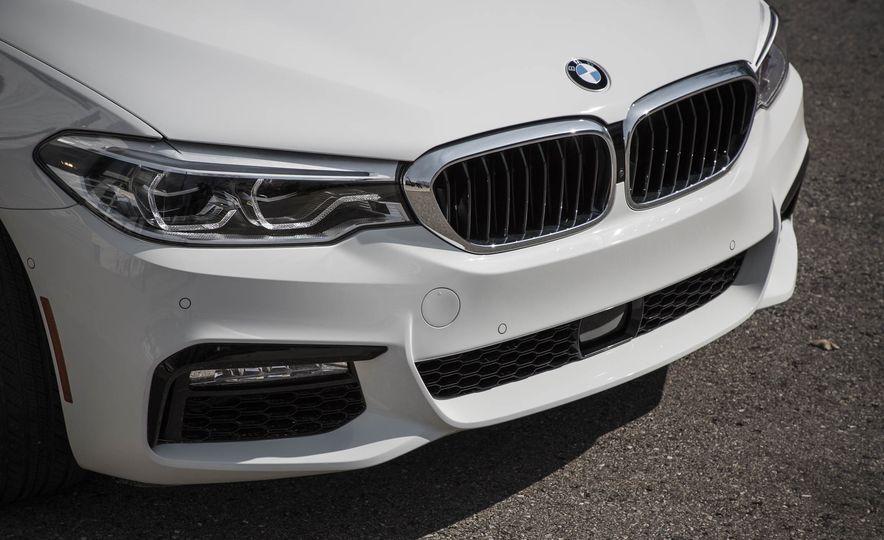 2017 BMW 540i xDrive - Slide 16
