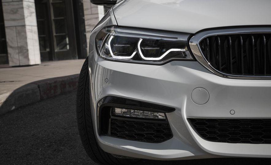 2017 BMW 540i xDrive - Slide 17