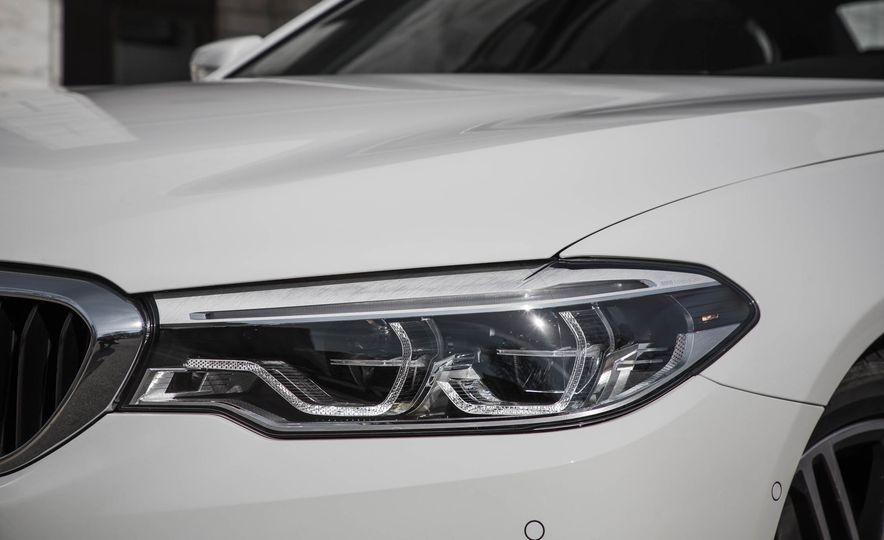 2017 BMW 540i xDrive - Slide 18