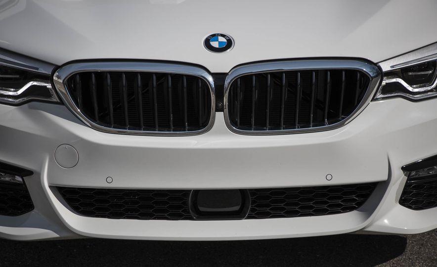 2017 BMW 540i xDrive - Slide 19